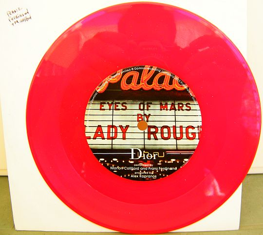 45 tours promo Collector monoface sur vinyle rouge pour DIOR - Lady Rouge, Eyes of mars