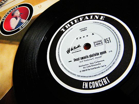 label central du 45 tours promo d'HFT - Sweet amanite phalloïde queen en concert
